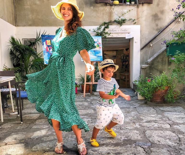Giochi mamma e bambino in Corsica, a Saint-Florent