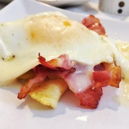 Un classico del brunch_come preparare uova e bacon